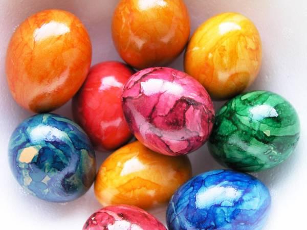 яйца крашенные с помощью потали